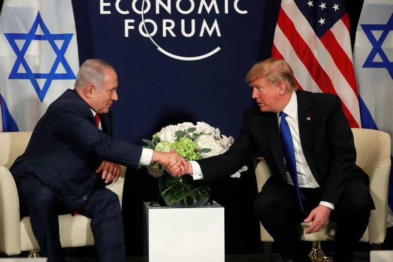 O primeiro-ministro de Israel, Binyamin Netanyahu, e o presidente dos EUA, Donald Trump, em Davos