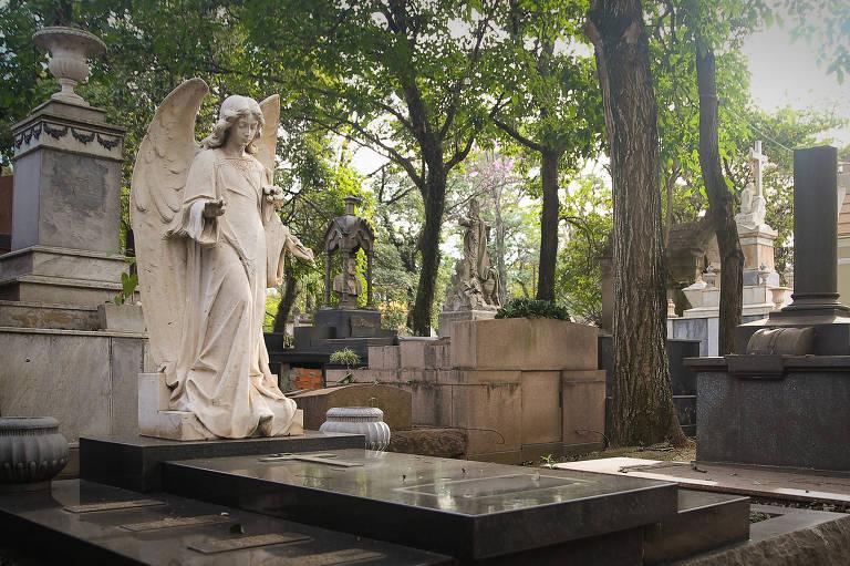 Túmulo de  Mario de Andrade no Cemitério da Consolação