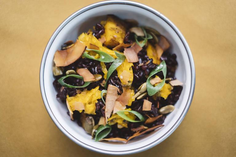 Arroz preto com coco, abóbora e sementes é opção no Futuro Refeitório