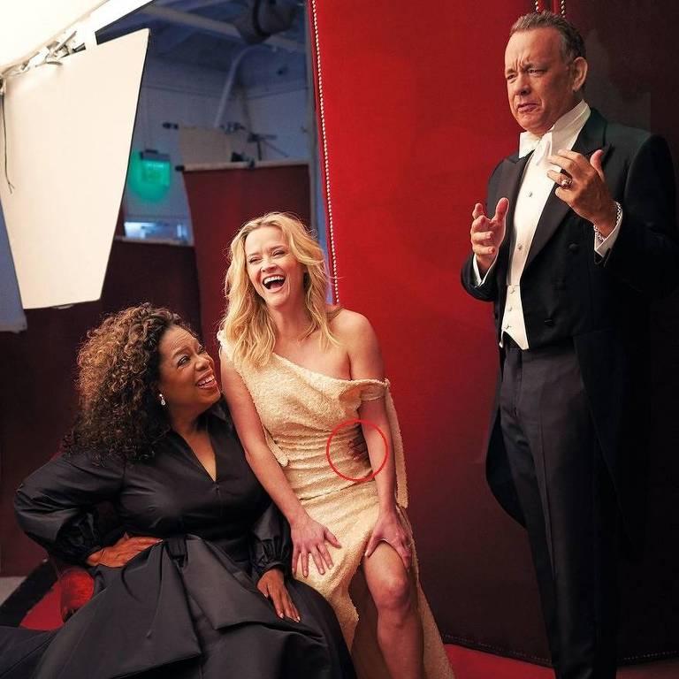 """Oprah Winfrey aparece com uma terceira mão na imagem divulgada pela revista americana """"Vanity Fair"""""""