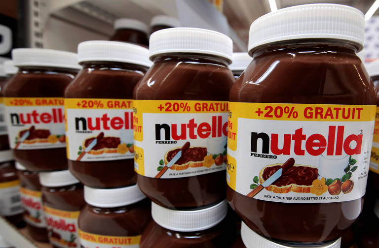 FILE PHOTO: Jars of Nutella chocolate-hazelnut paste are displayed at a Carrefour hypermarket in Nice