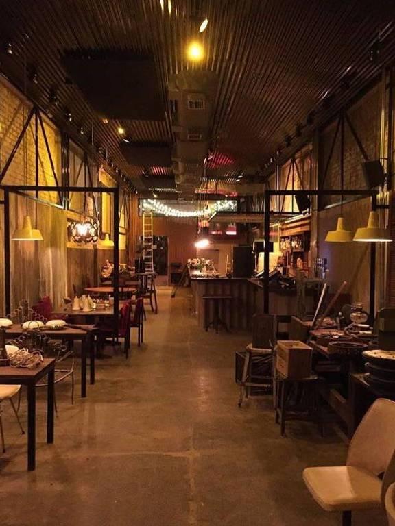 O restaurante, que abre para o almoço e para o jantar, é o irmão mais novo do Cadillac Burger