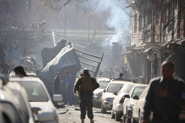 Praça Sidarat em Cabul, local da explosão de uma ambulância