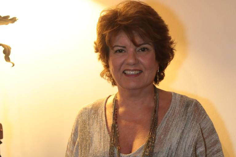 """A autora Elizabeth Jhin no lançamento de """"Além do Tempo"""", em julho de 2015"""