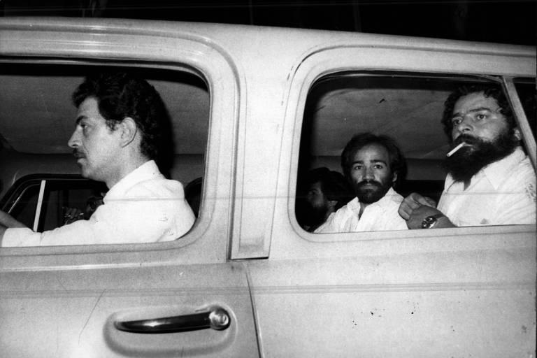 Após deixar a prisão, em 20 de maio de 1980, Lula é levado a São Bernardo em viatura do Dops