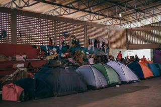 Barracas montadas em abrigo para estrangeiros em Boa Vista