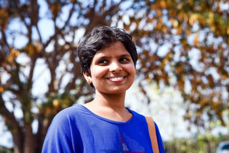 Kausalya e o marido, que pertencia a uma casta considerada inferior na Índia, se apaixonaram na faculdade. Ele acabou assassinado por ordem do pai dela