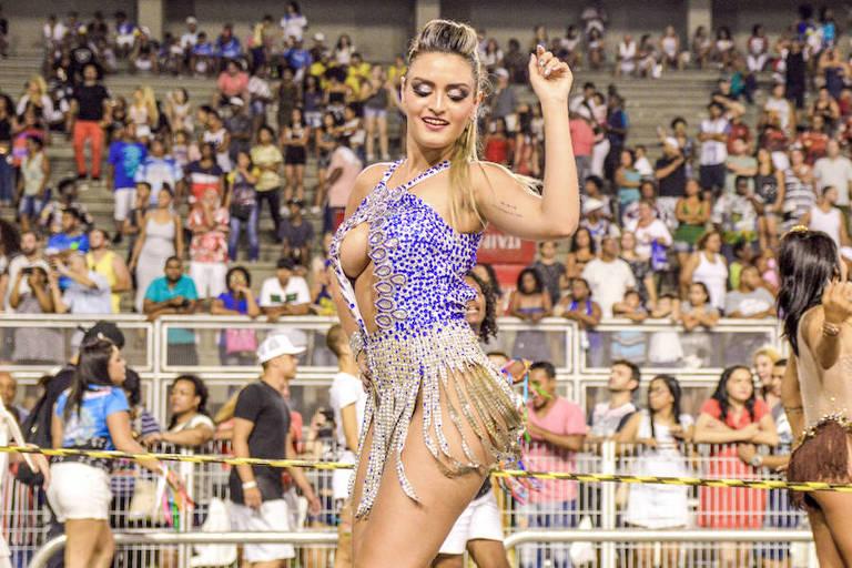 A modelo gaúcha Michelle Beus durante ensaio no Anhembi