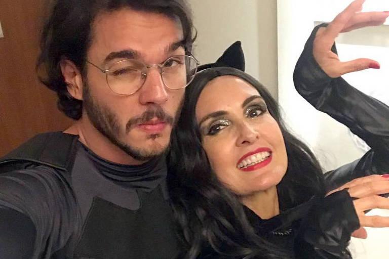 Fátima Bernardes se veste de Mulher Gato em bloco de Carnaval ao lado de Túlio Gadêlha