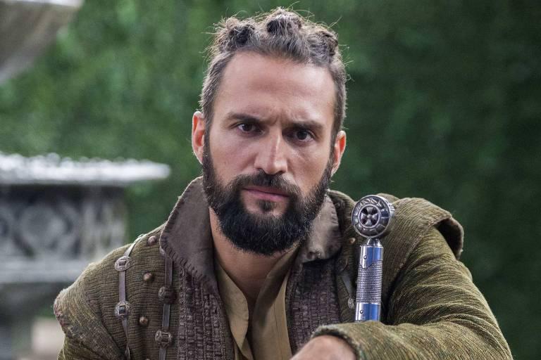 José Fidalgo como Constantino, em 'Deus Salve o Rei'