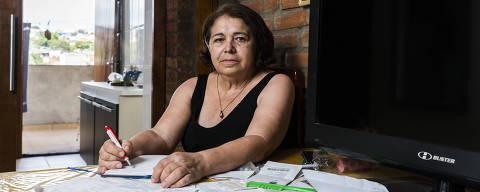 TABOAO DA SERRA, SP, 23.01.2018: Retrato da aposentada Edi Luisa Rezende, 61, passou a economizar dinheiro após fazer o curso de educação financeira da AEF. Antes, ela não guardava nada, agora faz até poupança para o bisneto. (Foto: Rafael Roncato/Folhapress, MERCADO) ***EXCLUSIVO FOLHA***