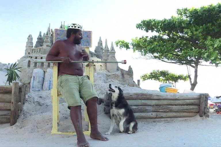Marcio Mizael Matolias construiu um castelo de areia na Barra da Tijuca
