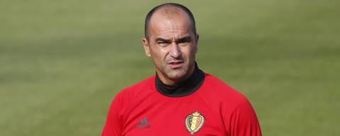 Belgium's head coach Roberto Martinez  walks during a training session on August 28, 2017, in Tubize, ahead of a FIFA World Cup 2018 qualification football match between Belgium and Gibraltar on August 31 and Greece on September 3. / AFP PHOTO / BELGA / BRUNO FAHY / Belgium OUT