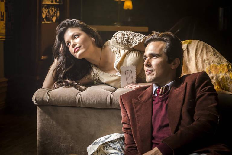 Maria Vitória (Vitória Strada) e Vicente (Bruno Ferrari) em cena de 'Tempo de Amar'