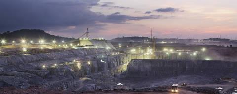 ESPECIAL BELO MONTE - Altamira, Para. 02/09/3013. Vista noturna da canteiro de obras do sitio Belo Monte, onde esta sendo construida a casa de forca principal da hidreletrica de Belo Monte no rio Xingu. (Foto: Lalo de Almeida/ Folhapress, MERCADO ) ***EXCLUSIVO FOLHA ***  Não usar sem a autorização da SR ***