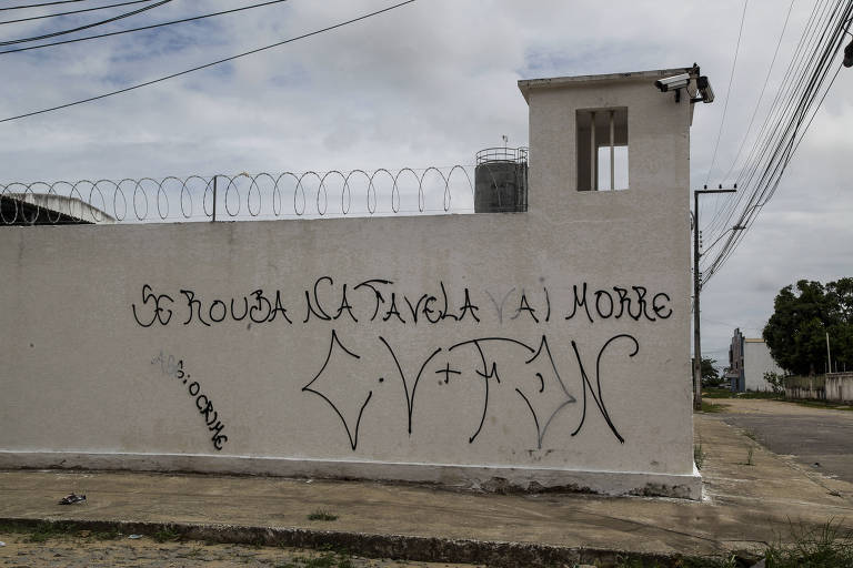Pichações de facções criminosas em Fortaleza