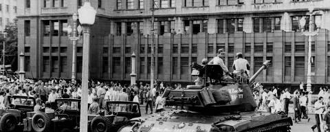 RIO DE JANEIRO, RJ, BRASIL, 13-03-1964: Tanques das Forças Armadas no comício do presiente João Goulart, na Central do Brasil que ficou conhecido como Comício da Central, no Rio de Janeiro (RJ). (Foto: CPDOCJB/Folhapress)