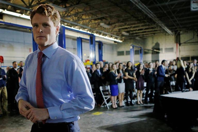 Sobrinho-neto de John F. Kennedy, Joe Kennedy deixa palco após réplica democrata a discurso de Trump