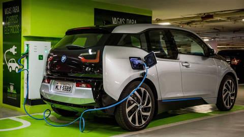 SAO PAULO, SP, BRASIL, 23-06-2015, 15h59: Teste com o BMW i3 que e o primeiro carro eletrico vendido oficialmente no Brasil. (Foto: Eduardo Anizelli/Folhapress, SUP-VEICULOS ) ***EXCLUSIVO*** ORG XMIT: EANI3814.CR2