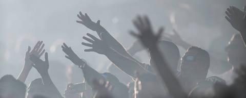 SÃO PAULO, SP, 11.06.2017: CORINTHIANS-SÃO PAULO - Torcedores na partida entre Corinthians X São Paulo, na Arena Corinthians na zona leste de São Paulo, válida pelo Campeonato Brasileiro 2017. (Foto: Ricardo Nogueira/Folhapress)