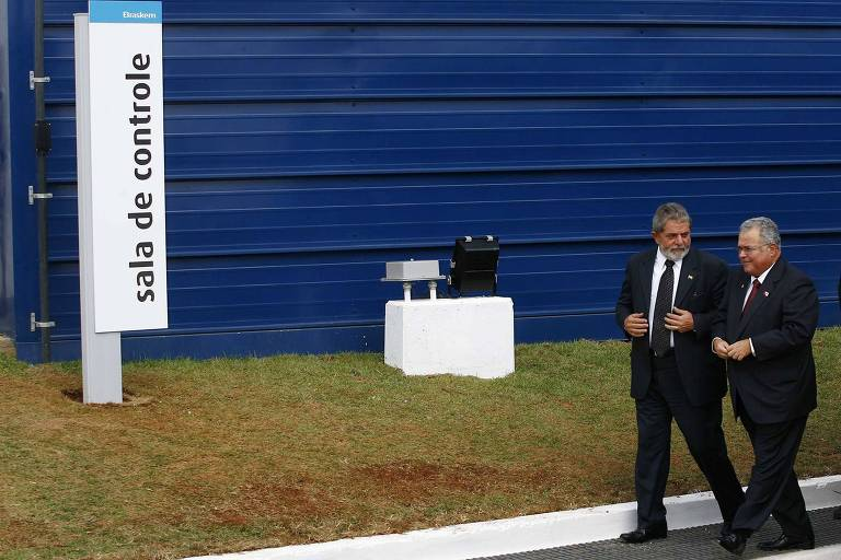 Em 2010, o então presidente Luiz Inácio Lula da Silva e o empresário Emílio Odebrecht, em unidade Braskem Petroquímica
