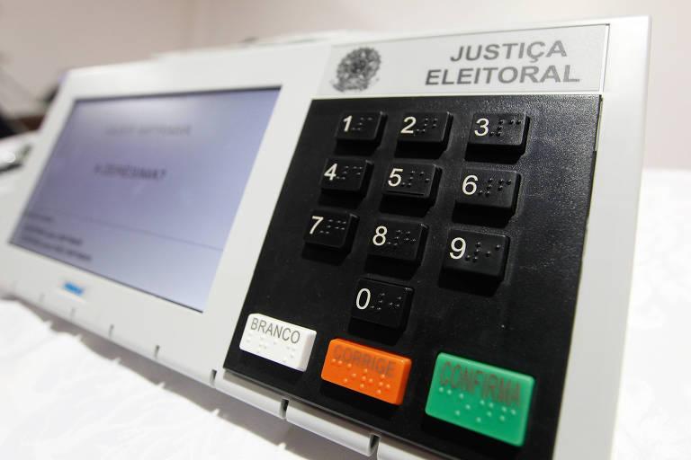 Foto mostra urna eletrônica da Justiça Eleitoral.