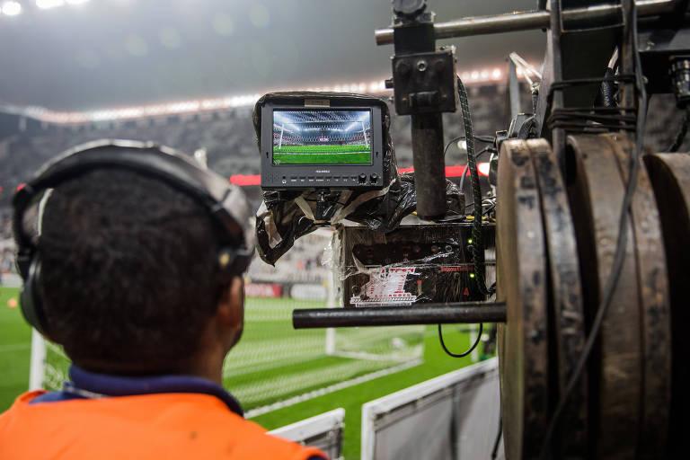Câmera de transmissão durante partida entre Corinthians X Independiente Santa Fe, da Colômbia, válida pela fase de grupos da Copa Libertadores da América, na Arena Corinthians na zona leste de São Paulo