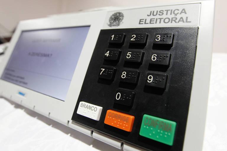 Fac-simile da urna eletrônica usada nas eleições gerais de 2014