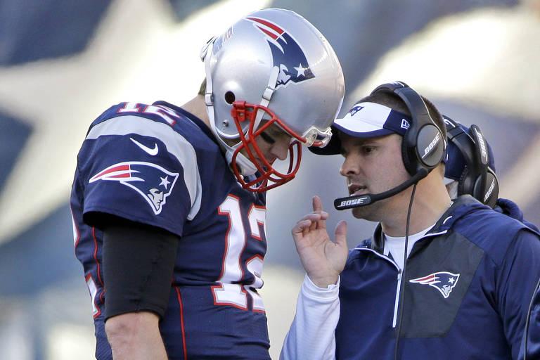 Tom Brady, do New England Patriots, de capacete e uniforme