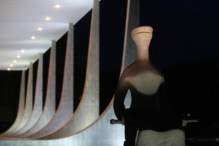 Estátua da Justiça em frente ao prédio do Supremo Tribunal Federal, em Brasília