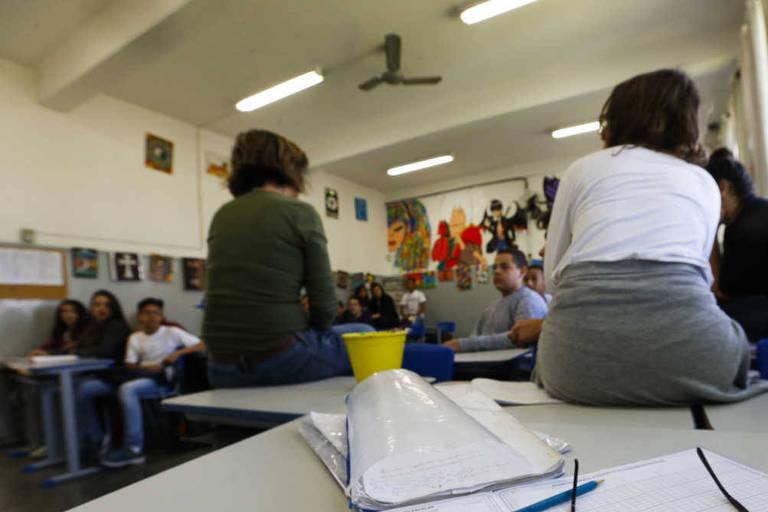 Alunos da escola estadual Alexandre von Humbolt, de SP, durante a aula de educação artística