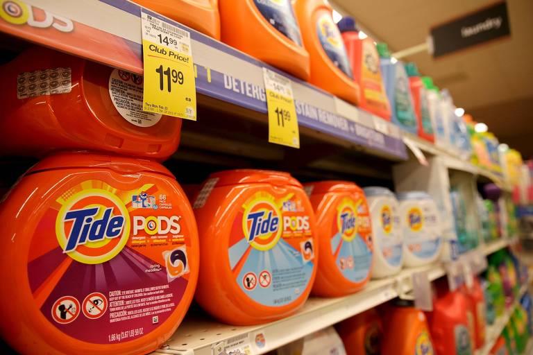 Jovens têm publicado vídeos nas redes sociais ingerindo cápsulas de detergente Tide Pods