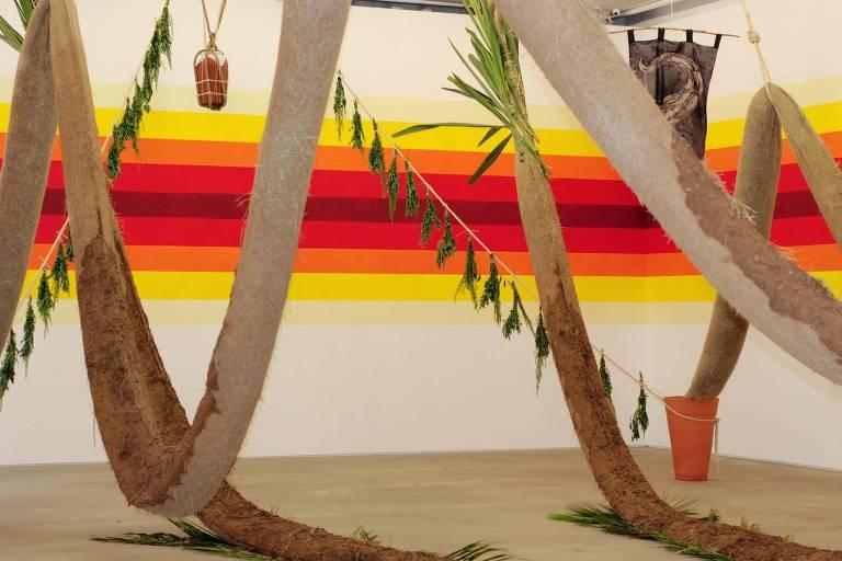 A instalação de Daniel Lie é composta por sementes e plantas germinadas