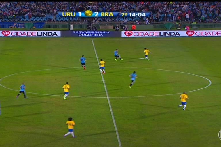 Propaganda do programa Cidade Linda no jogo Uruguai x Brasil, no Uruguai