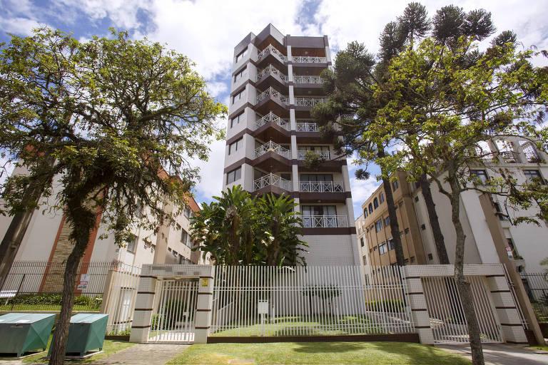 Fachada do prédio onde vive o juiz Sérgio Moro, em Curitiba