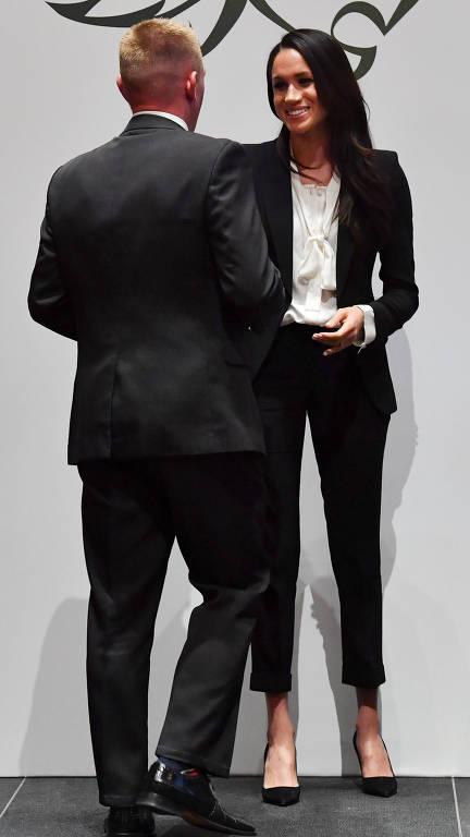 Meghan Markle e príncipe Harry vão a primeiro evento noturno