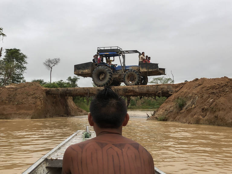 Índios tentam fechar megagarimpo