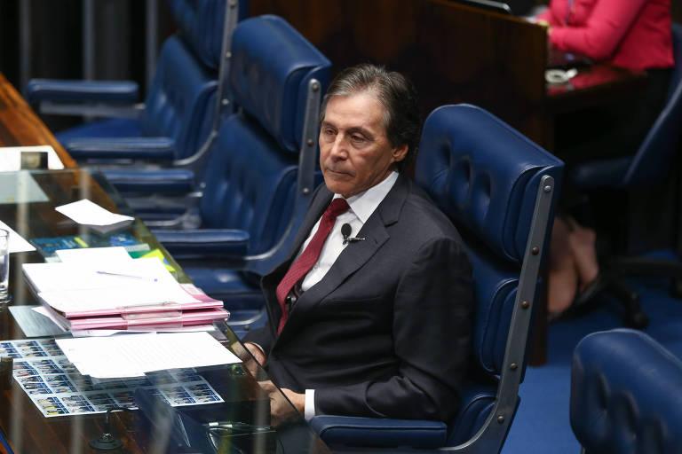 O senador Eunício Oliveira (PMDB-CE) preside sessão no Congresso