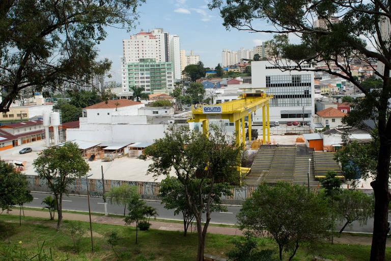 Canteiro das obras paralisadas da estação Freguesia do Ó da Linha 6-laranja do Metrô