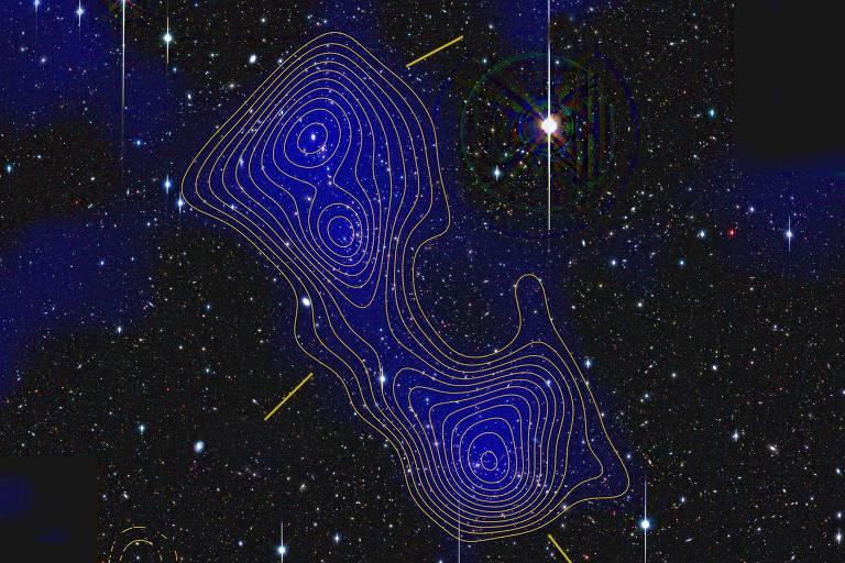 Aglomerado de galáxias unidos por filamentos invisíveis que seriam de matéria escura