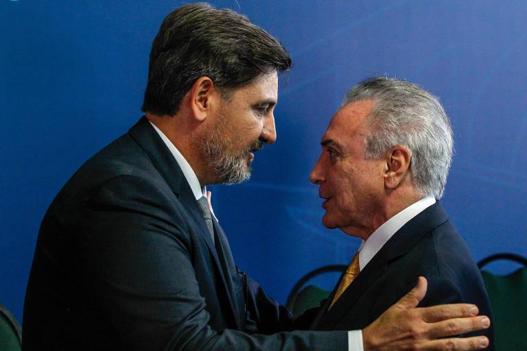Temer cumprimenta o diretor-geral da PF, Fernando Segovia, em cerimônia de posse no Ministério da Justiça
