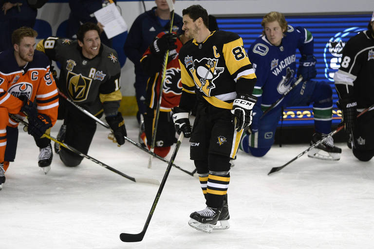 Sidney Crosby, do Pittsburgh Penguins, anda em quadra durante atividades do All-Star Game