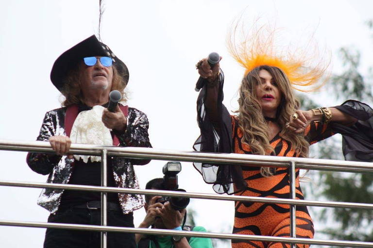 Bloco Frevo Mulher da cantora Elba Ramalho, agita o publico na região do parque do Ibirapuera. Na foto foliões chegam animados