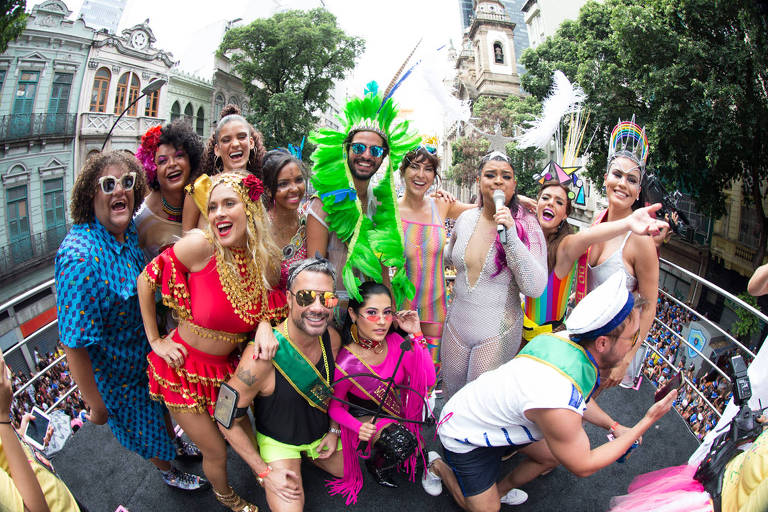 Blocos de pré-carnaval tomam as ruas do Rio