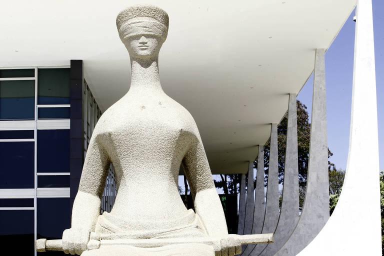 Estátua da Justiça em frente ao prédio do STF, em Brasília. Julgamento marcado na Corte para 13 de março é considerado decisivo para as investigações da Lava Jato