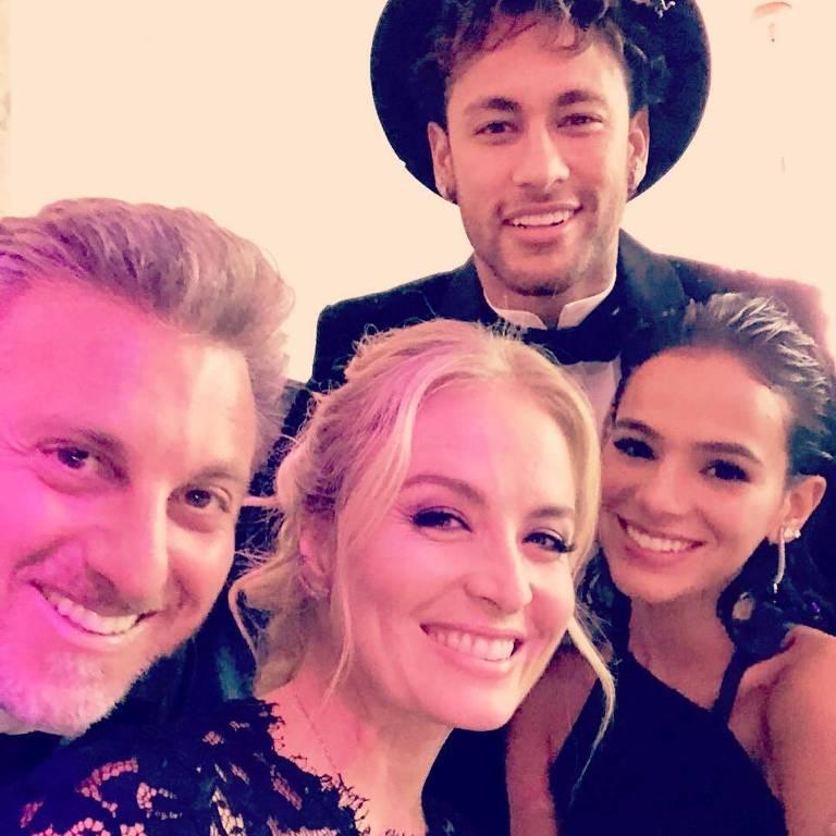 Luciano Huck, Angélica, Neymar e Bruna Marquezine na festa de 26 anos do jogador do PSG