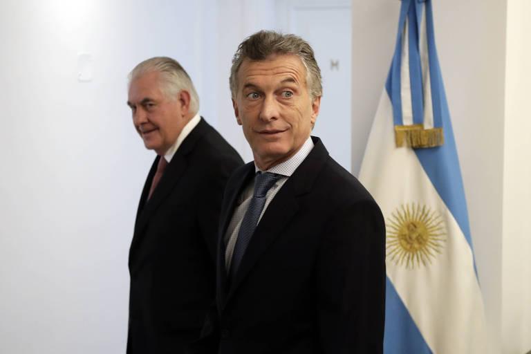 O presidente argentino Mauricio Macri (dir.) e o secretário de Estados dos EUA, Rex Tillerson, no encontro em Buenos Aires