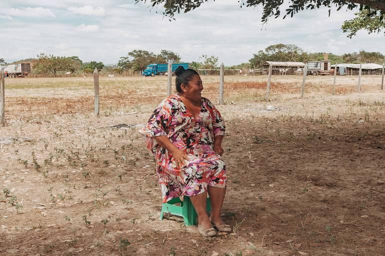 Tuchaua Leidimar Santos Silva, 54, na Fazenda Xanadu, em Roraima, onde índios da região criam gado. A fazenda está  localizada nas terras indígenas São Marcos