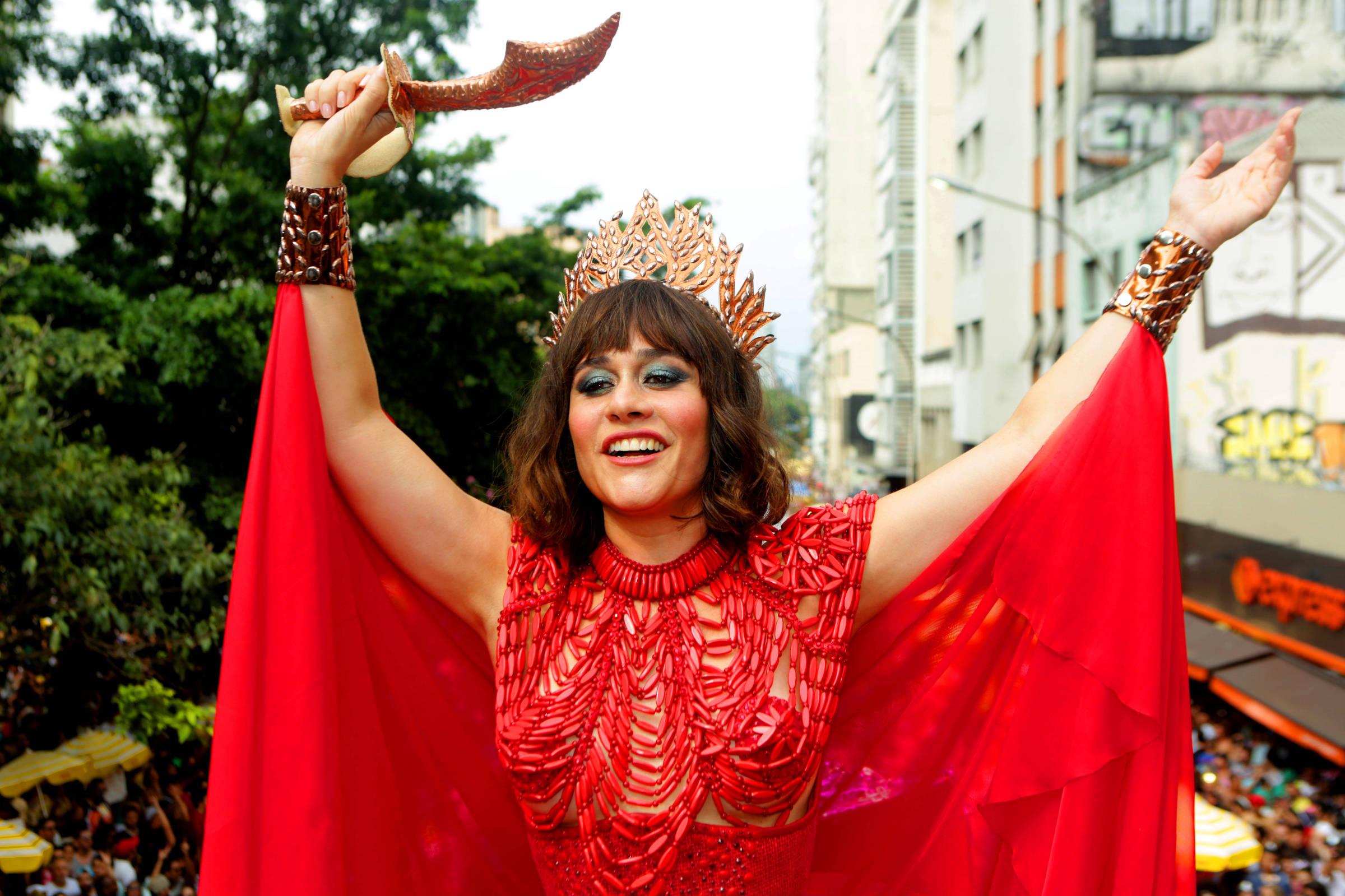 Guia indica ensaios de blocos e festas para foliões se aquecerem para o  Carnaval - 15 02 2019 - Shows - Guia Folha 19a6e4b448e