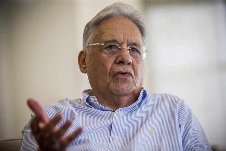 O ex-presidente Fernando Henrique Cardoso gesticula durante entrevista a Folha, em dezembro